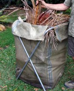 5_garden_bag_the_rubbish_removers_filling_the_garden_bag_
